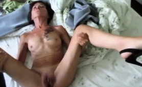 skinny-amateur-granny-in-high-heels-gets-rammed-on-the-bed