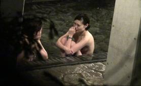 beautiful-japanese-girl-enjoying-a-nice-bath-on-hidden-cam