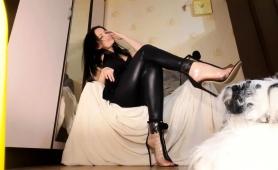 stunning-brunette-babe-puts-her-marvelous-feet-on-display