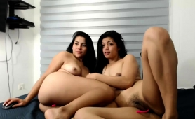 wild-camgirls-engage-in-lesbian-love-and-masturbate-together