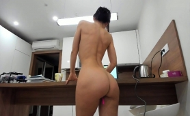 Sultry Babe With A Perfect Ass Buries A Pink Toy In Her Cunt