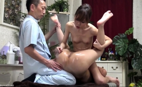 lovely-japanese-babes-getting-banged-on-the-massage-table